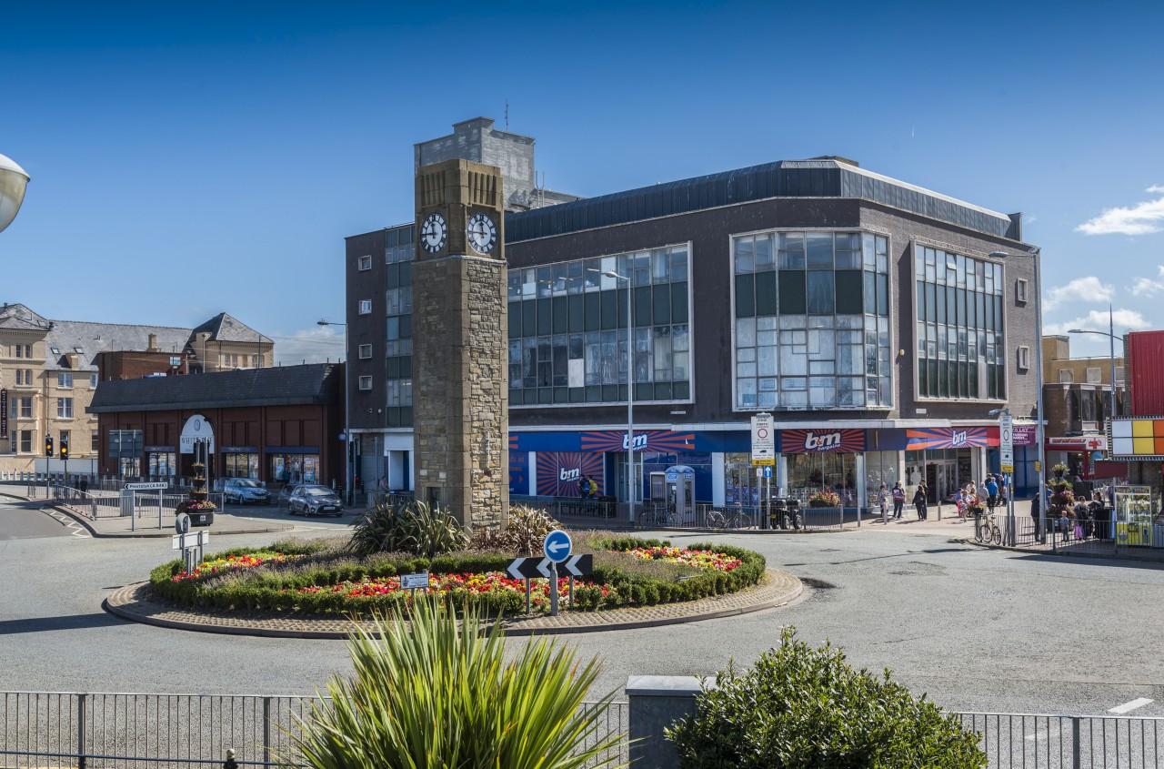 White Rose Centre B&M shop front